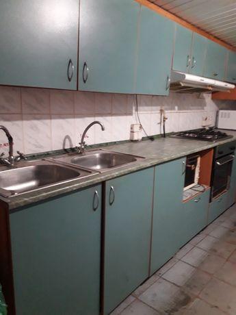Кухонные шкафы напольные и настенные