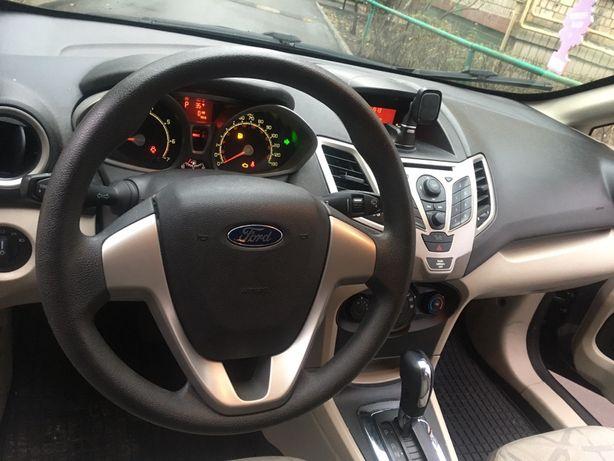 Ford Firsta 2011,