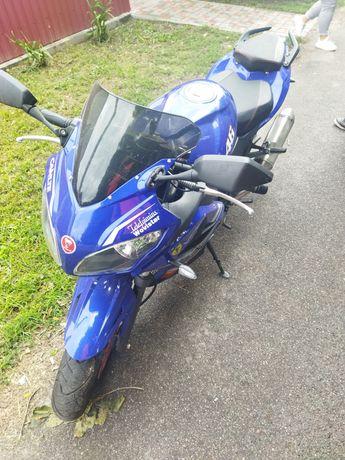Продам мотоцикол 300 кубов  новий