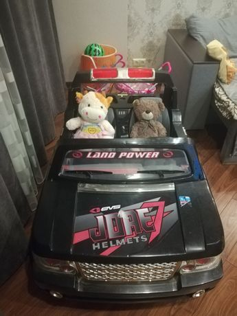 Продам детский двухместный электромобиль