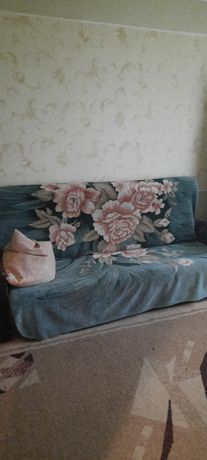 Продам б.у мягкий диван и кресло