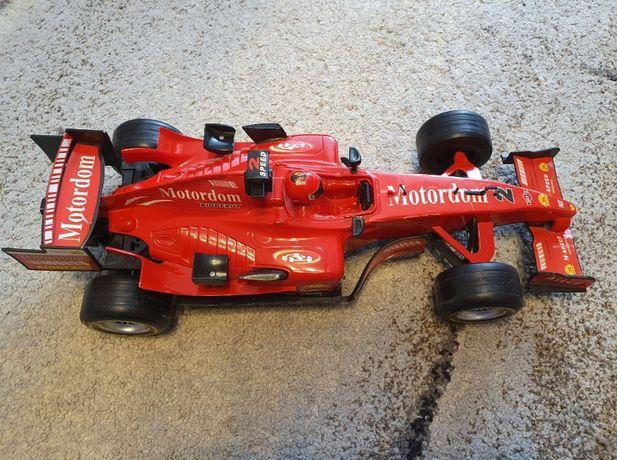 Czerwona wyścigówka, bolid