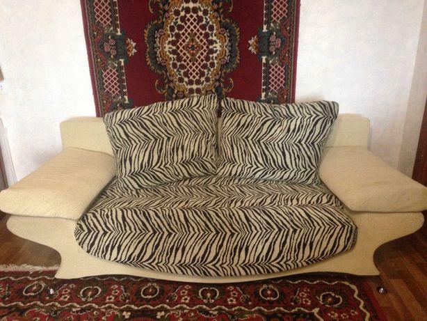 Продам б/у диван в хорошем состоянии