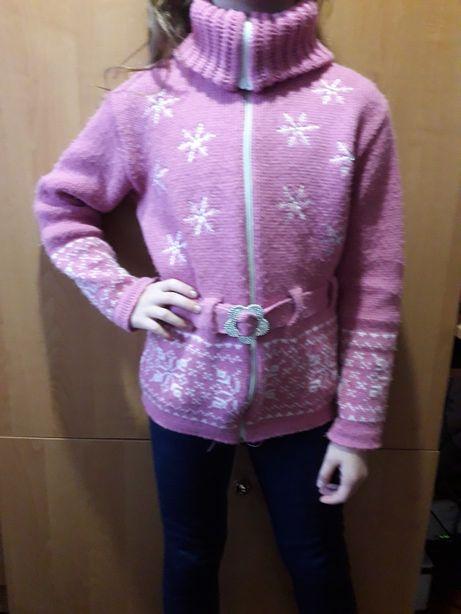 Продам красивую теплую кофту(свитер) для девочки 8-10 лет