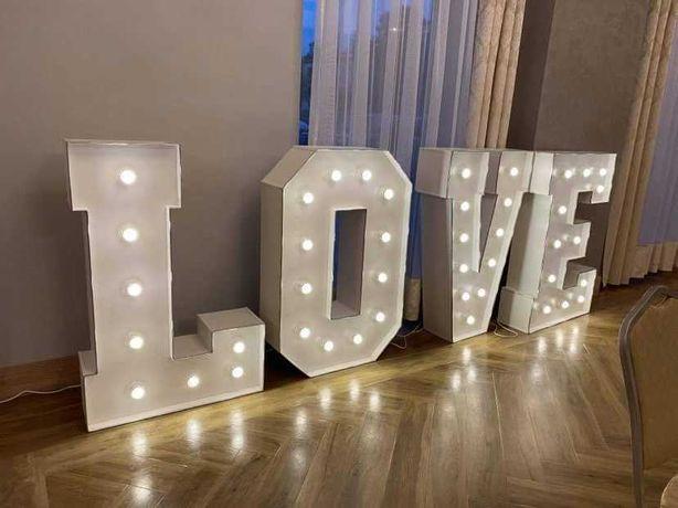 Napis LOVE podświetlany do wynajęcia