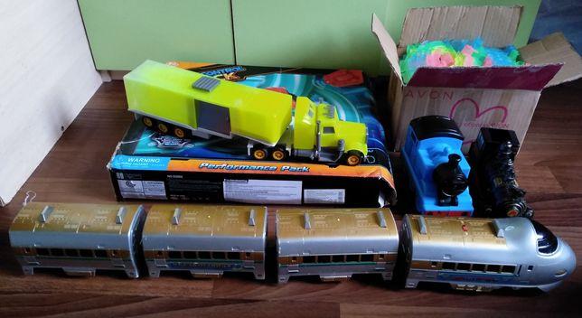 Игрушки- машины,поезда,дорожная трасса,торт