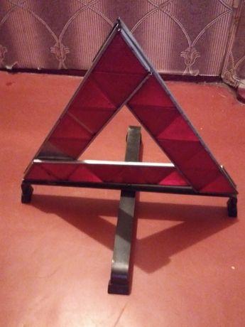 Автомобильный треугольник. Аварийный знак.