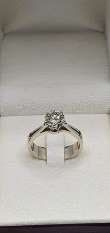 Кольцо с бриллиантом, золотое кольцо с бриллиантом.