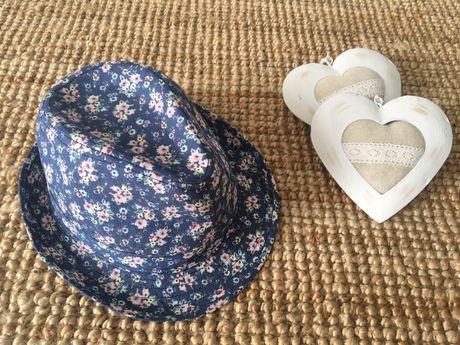 Jeansowy kapelusz w kwiaty Reserved - rozmiar 58 cm