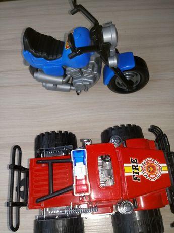 Motor wyścigowy bajk oraz pojazd strażacki