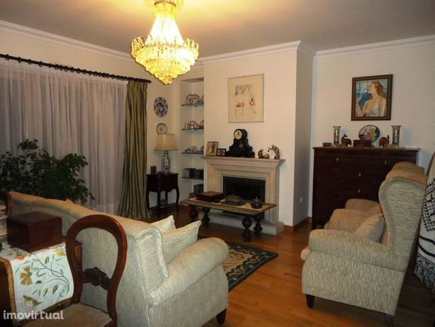 Excelente apartamento T2+2 Duplex, muito bem localizado.