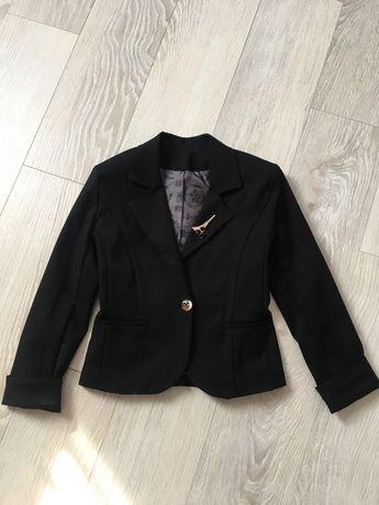 Піджак для дівчинкі 134р.