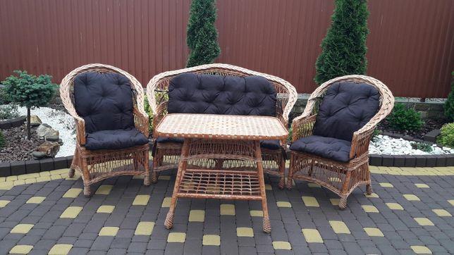 Набор мебели и подушками