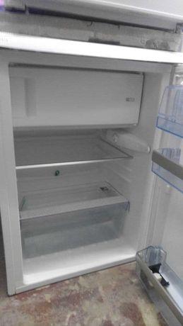 Холодильник барного типа с морозильником  AEG. Высота 85 см