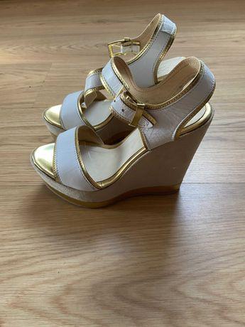 Sandálias de Cunha douradas