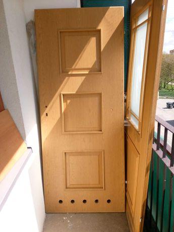 Sprzedam 2 pary drzwi drewnianych  - wymiary 205 x 85 cm.