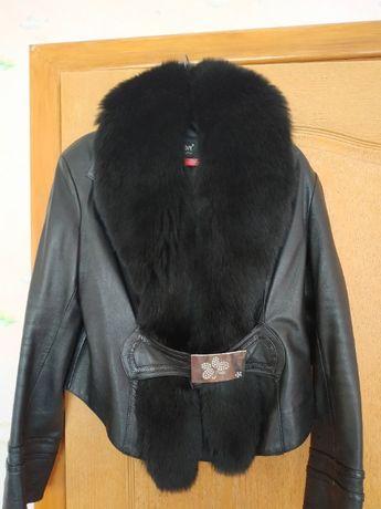 Срочно! Кожаная куртка пиджак с мехом песца 52р