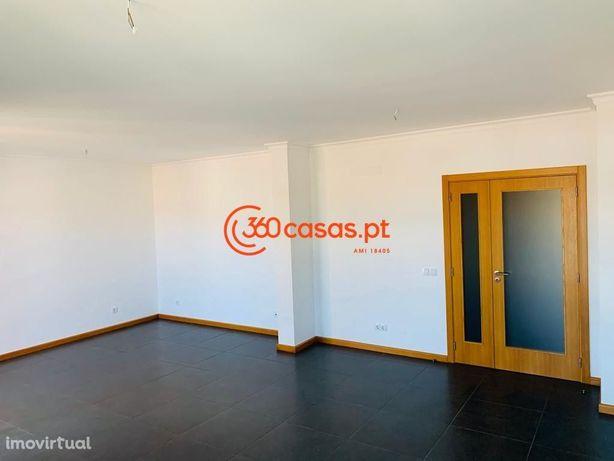 Apartamento T4+1 novo com 3 lugares de garagem e arrecadação em Faro