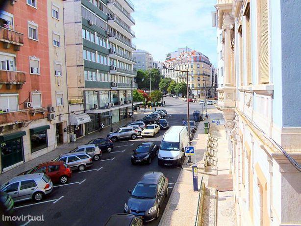 Apartamento T1 com marquise, mobilado, a 3m do Metro dos Anjos