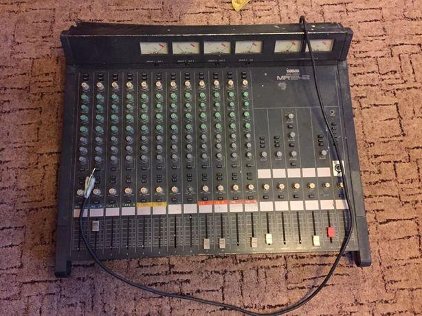 Yamaha mixing console MR1242