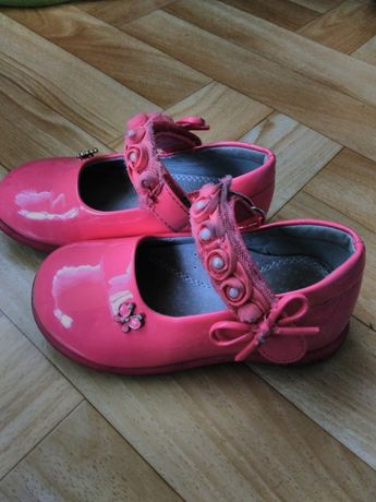 продам туфельки 24р.стелька15см.на девочку.