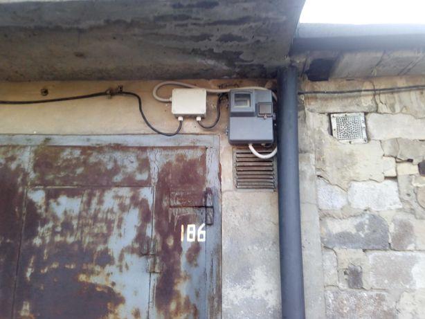 Продам трехуровневый гараж в Калининском районе.