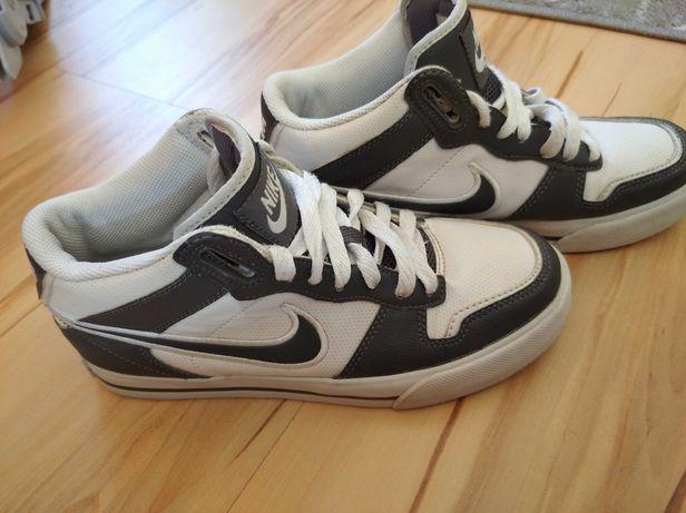Buty Nike chłopięce r 35.5