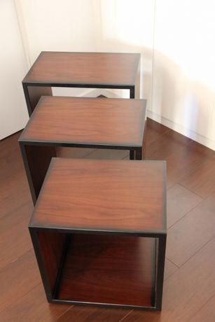 Conjunto de três mesas de apoio - Madeira maciça
