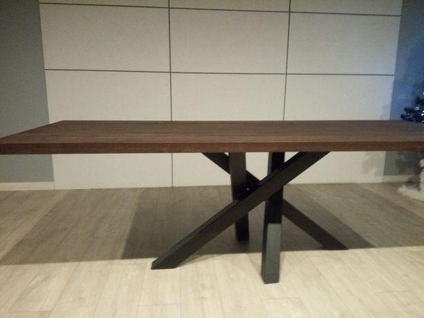 Stół, stół z żywicą