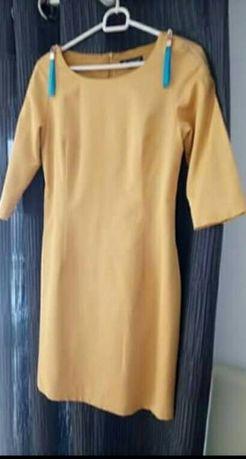 Sprzedam sukienkę w rozmiarze S. W bardzo fobrym stanie. Polecam