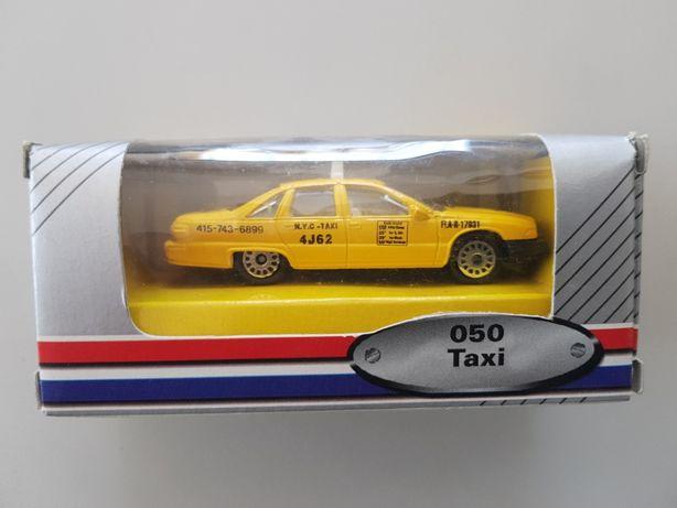 Taxi da marca Edocar