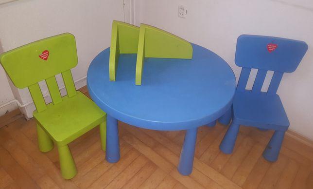 Ikea MAMMUT stolik z krzeslami i dwie półki.