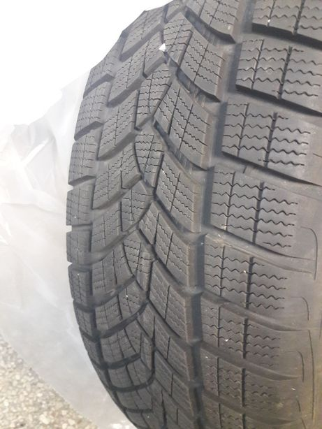 Практически новый Goodyear Ultra Grip Performance SUV Gen-1 235/60 R18