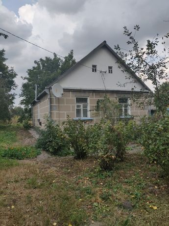 Продам будинок в смт. Черняхів Житомирської обл.
