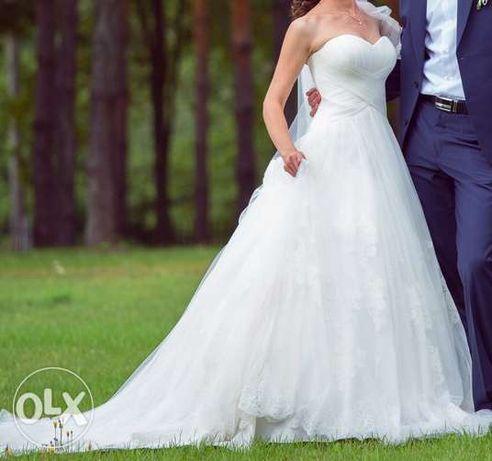 Свадебное платье (со шлейфом) от дизайнера Daria Karlozi