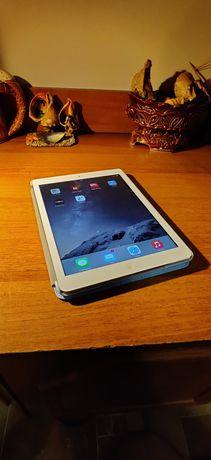 Планшет Apple A1475 iPad Air Wi-Fi 4G 16GB