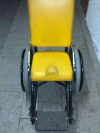 Vendo cadeira de rodas manual para criança como se vê nas fotos