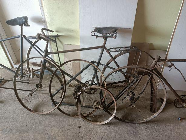 Ramy i części starych zabytkowych rowerów