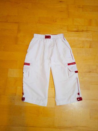 Białe sportowe spodenki krótkie do kolan 140-150