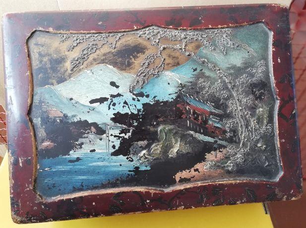 Caixa grande de madeira lacada chinesa muito antiga