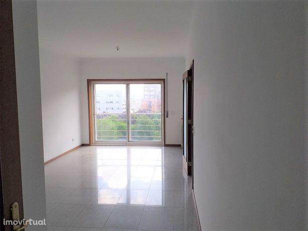Apartamento T2 * Centro da Maia * Condomínio Fechado