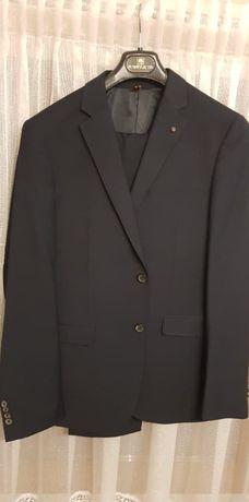 Granatowy garnitur