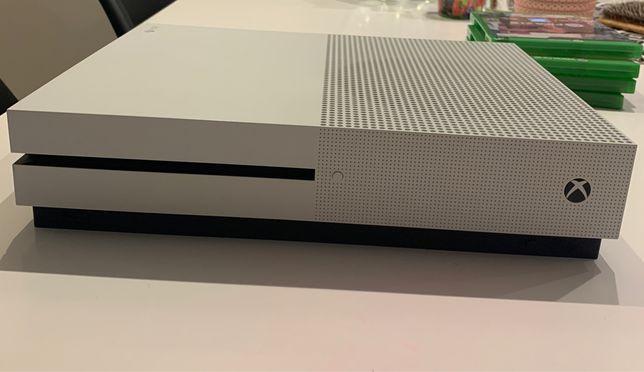 Xbox One S + Pad + 4 gry