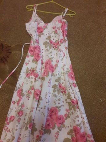 Sukienka w różowe kwiaty