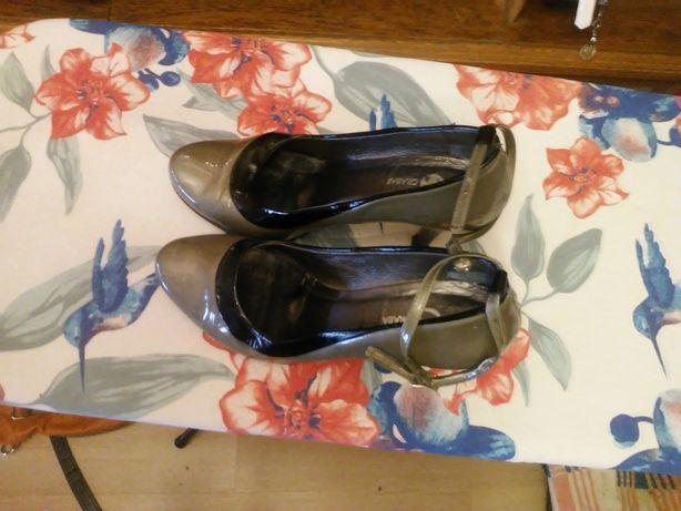 Buty srebne z czarna otoczka firmy Grabara szpilki