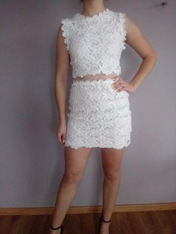 Biała elegancka sukienka z gipiury