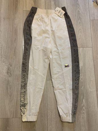 Spodnie białe z odblaskiem bershka