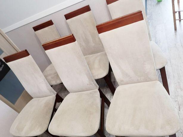 Krzesła drewniane , 6 krzeseł z eleganckim wykończeniem