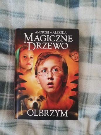 """Książka """"olbrzym"""""""