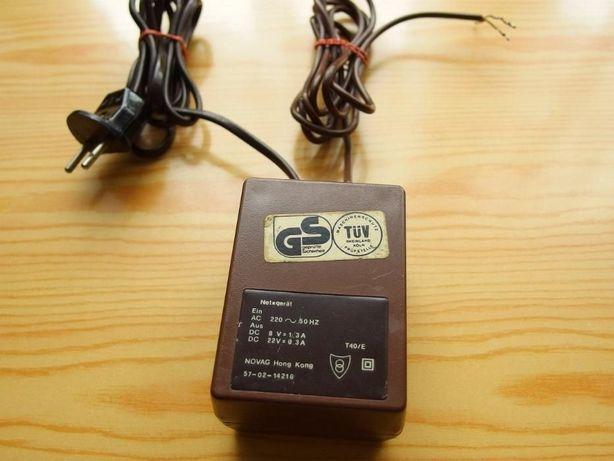 Zasilacz prądu stałego szachy Novag DC 8V 1.3A / 22V 0,3A